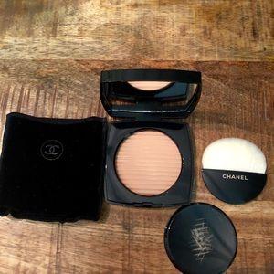 Chanel Les Beiges Luminous Powder
